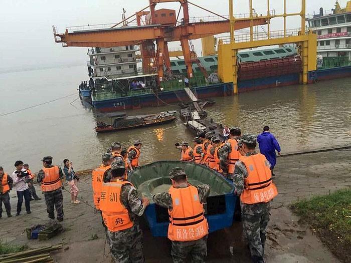 کشتی مسافربری چین با 458 سرنشین غرق شد