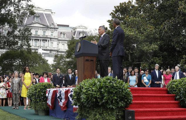 تاکید بر اهمیت توافق تجاری اقیانوس آرام در دیدار روسای کشورهای آمریکا و سنگاپور