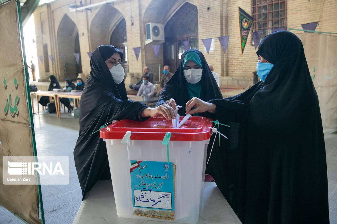 خبرنگاران رای گیری انتخابات مجلس در 2 حوزه انتخابیه استان کرمانشاه سرانجام یافت