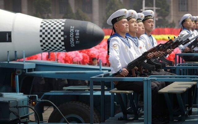 رژه سحرگاه کره شمالی در هفتاد پنجمین سالگرد تاسیس حزب حاکم