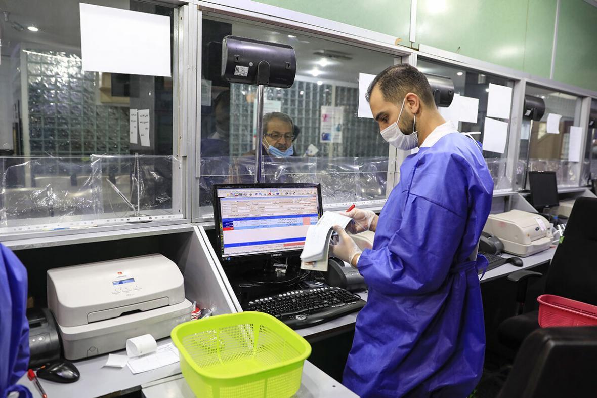 خبرنگاران نماینده مجلس: پرداخت تسهیلات بلاعوض دارو در هلال احمر ضروری است