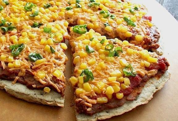 طرز تهیه پیتزای تن ماهی و ذرت