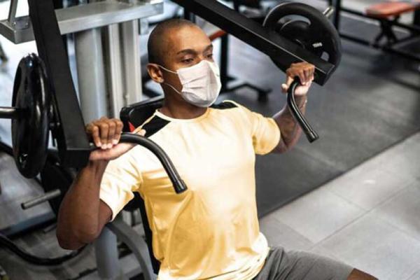 ماسک زدن هنگام ورزش سنگین، توانایی تمرین را کاهش نمی دهد