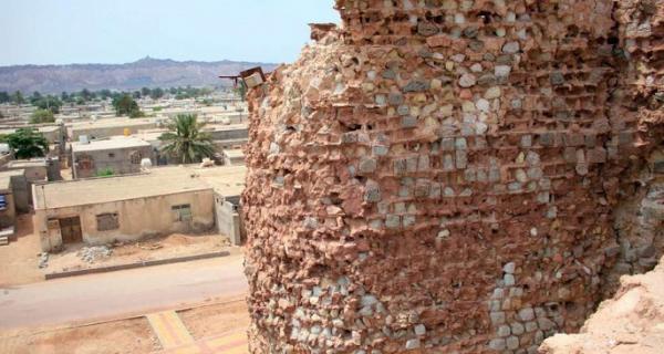 تخریب دیوار قلعه پرتغالی های هرمز براثر فرسودگی و ترک خوردگی